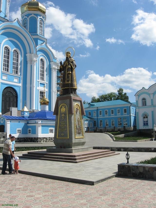 Монастырь, памятник св. Тихону Задонскому