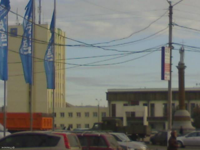 Колонна на площади перед вокзалом в городе Лиски