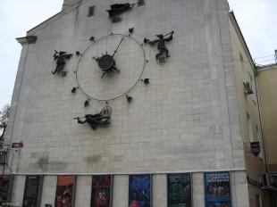 "Часы на воронежском Театре Кукол ""Шут"""