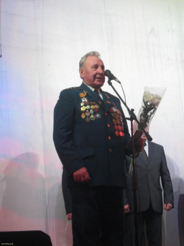 Елец. Концерт к 70-летию освобождения города. Выступление ветерана