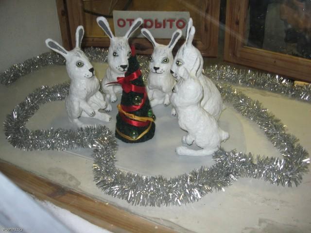 Новогодняя ёлка и зайцы