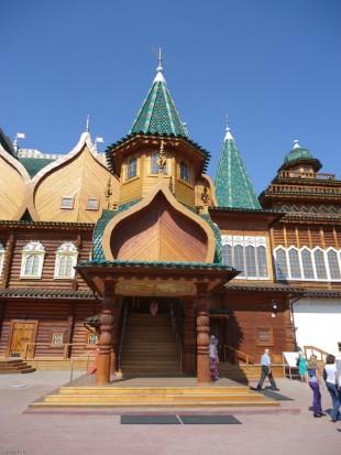 Воссозданный дворец царя Алексея Михайловича в Коломенском
