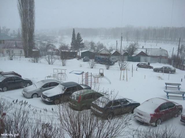 ee-anomalnyj-snegopad-03-2013-1