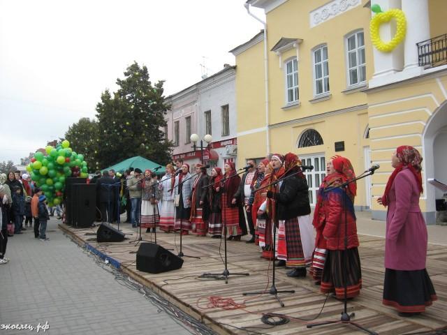 ee-antonovskie-yabloki-2013-32