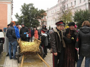 ee-antonovskie-yabloki-2013-49