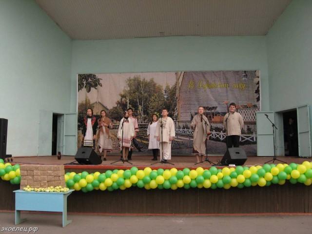 ee-antonovskie-yabloki-2014-39