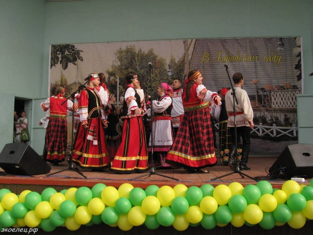 ee-antonovskie-yabloki-2014-43