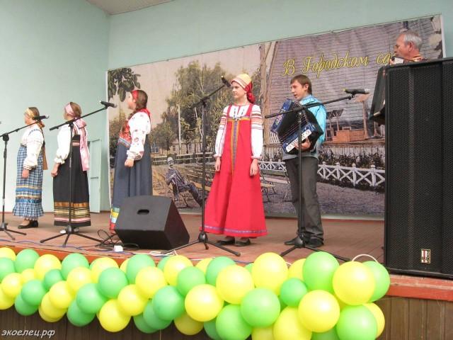 ee-antonovskie-yabloki-2014-46