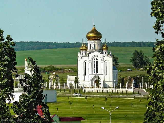 ee-vid-iz-okna-nachalo-leta-rozhdestvenskij-hram