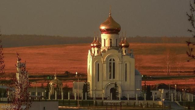 ee-vid-iz-okna-posle-pervoj-grozy-rozhdestvenskij-hram
